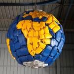 כדור הארץ מחומרים ממוחזרים