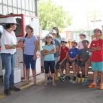 ילדים מסיירים במפעל שירותי אקולוגיה במסגרת ביקור במרכז המבקרים