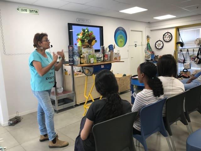 ילדי עובדי קקל (נוער) מבקרים במרכז המבקרים של שירותי אקולוגיה